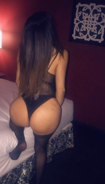 Latina masseuse - 3